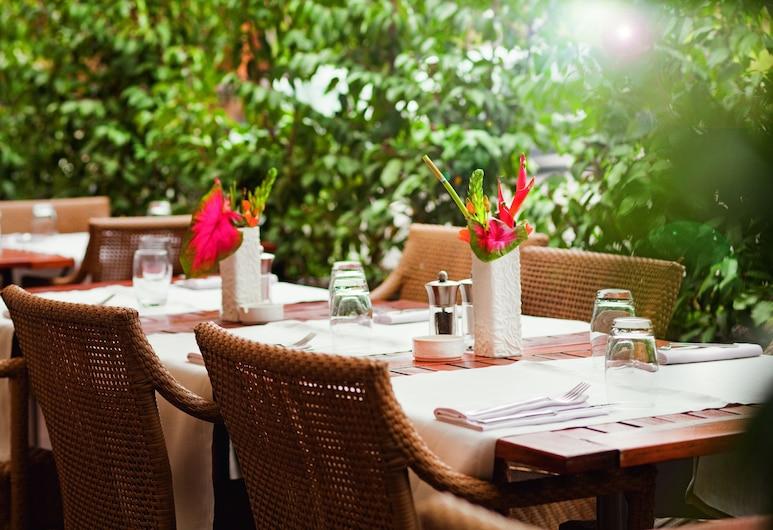 Movenpick Hotel & Casino Geneva, Meyrin, Terraza o patio