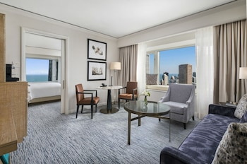 Choose This Five Star Hotel In Chicago