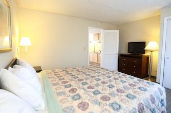 Picture of Days Inn Suites Wildwood in Wildwood