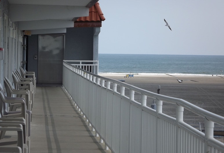 Days Inn & Suites by Wyndham Wildwood, Wildwood, Veranda