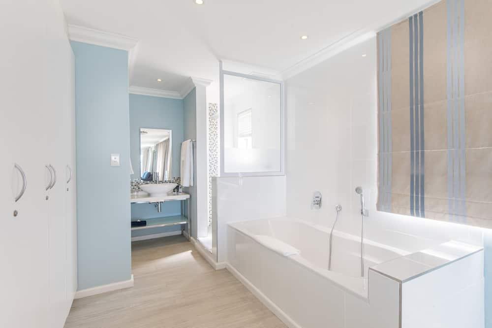 Luxury Studio Suite - Bathroom