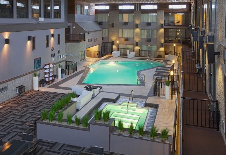 Sandman Hotel & Suites Kelowna, Kelowna, Inomhuspool