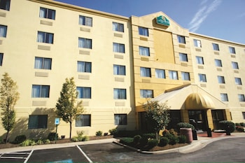 Picture of La Quinta Inn & Suites Baltimore BWI Airport in Linthicum Heights