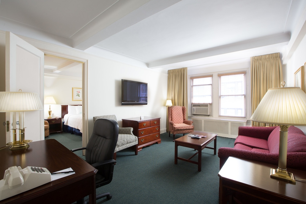 ... Salisbury Hotel, New York, Suite, 1 King Bed, Living Area ...