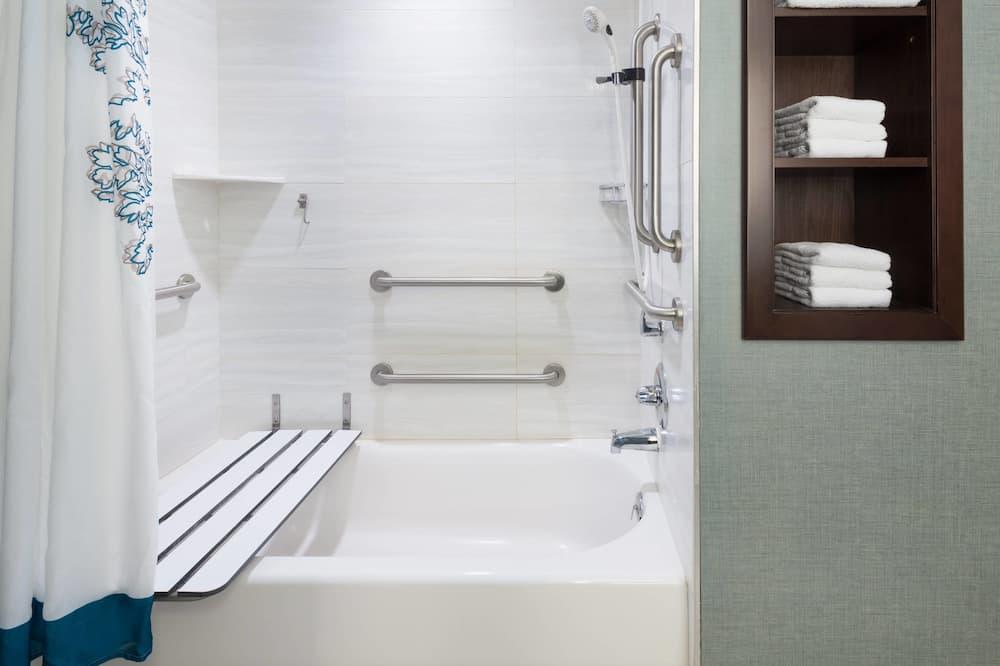 Luksusa numurs, viena guļamistaba, nesmēķētājiem (2 Queen Beds & Sofa Bed) - Vannasistaba