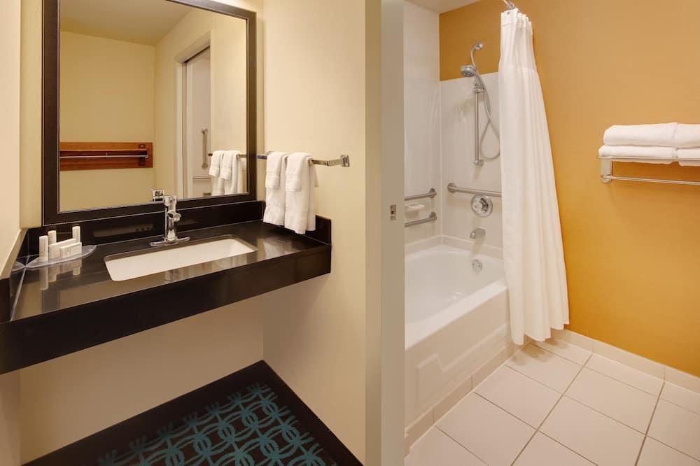 Room, 1 King Bed, Non Smoking - Bathroom