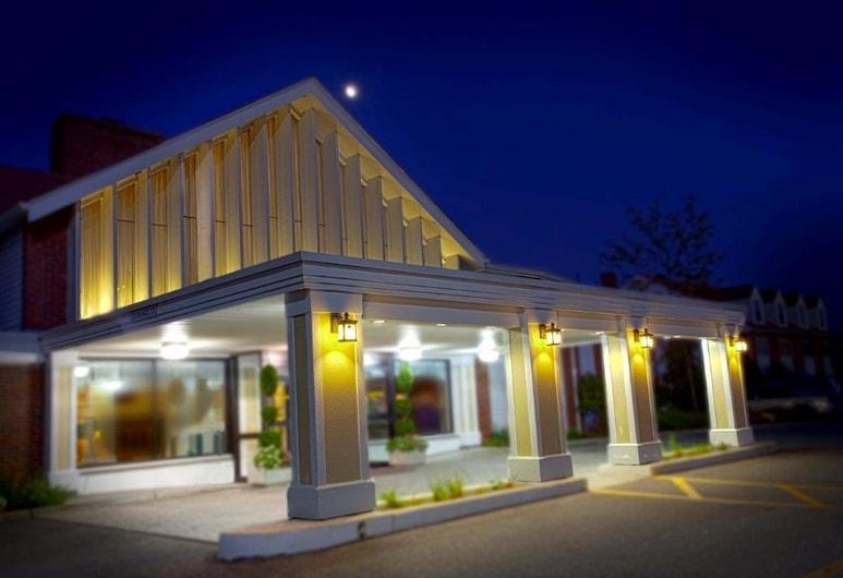 Ramada by Wyndham Seekonk Providence Area, Seekonk, Facciata hotel (sera/notte)
