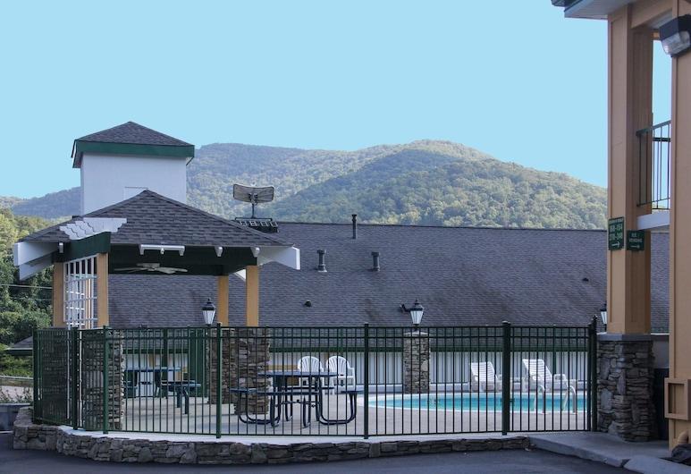 Quality Inn & Suites Biltmore East, Asheville, Pool