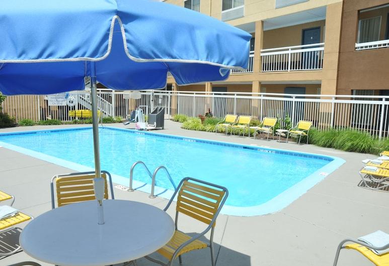 Red Lion Inn & Suites Dayton Airport, Dayton, Pool