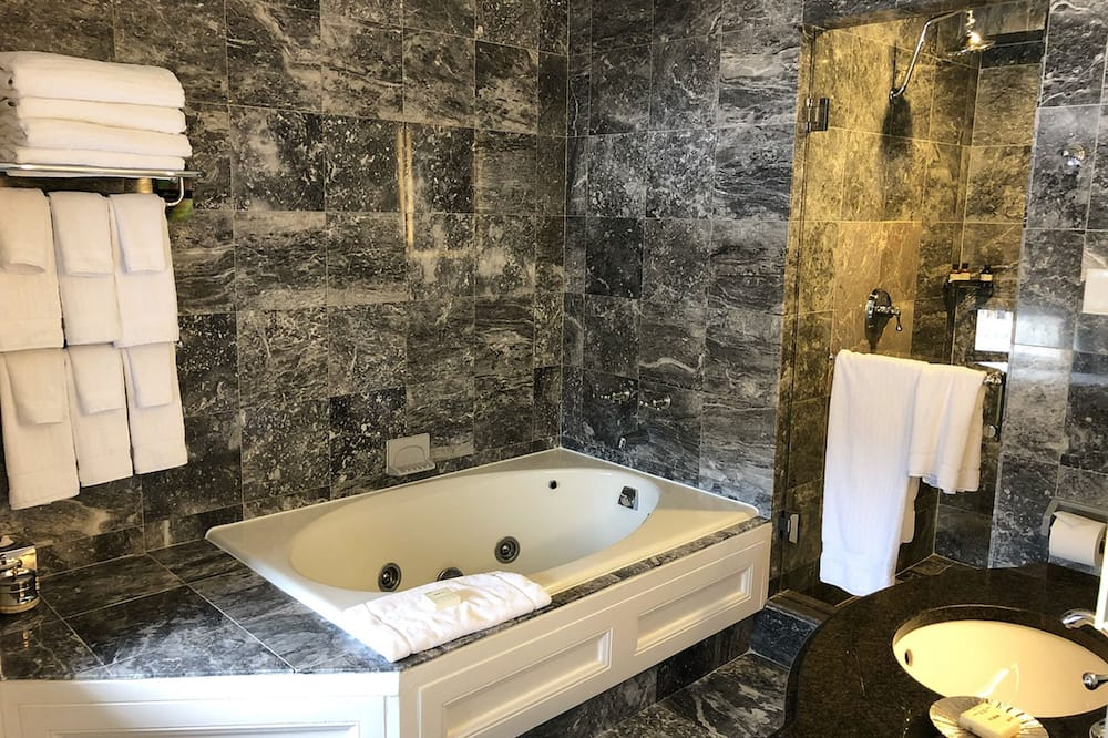 Presidential Suite, 1 King Bed, Non Smoking, Park View - Bathroom