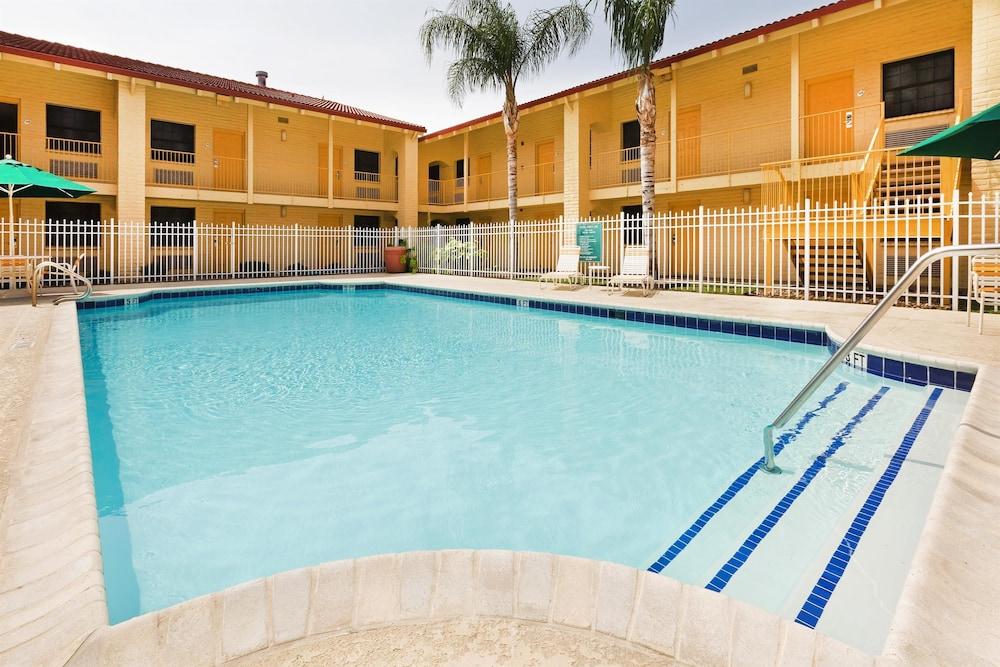 Victoria (TX) United States  city photos gallery : Book La Quinta Inn Victoria, Victoria, Texas Hotels.com