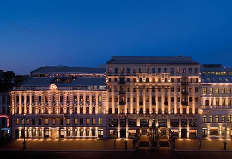 Отель «Коринтия Санкт-Петербург», Санкт-Петербург, Фасад отеля вечером/ночью