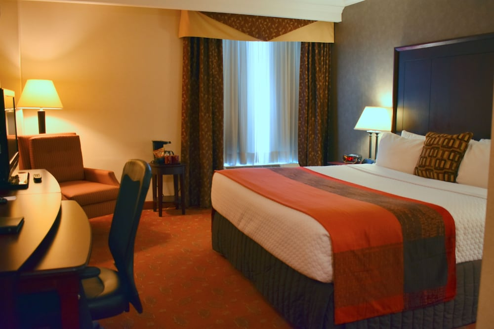 Hamilton Plaza Hotel Conference Center