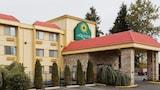 Hotel , Everett