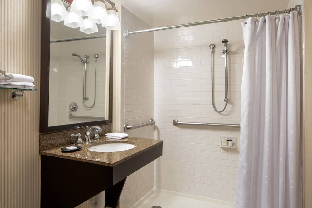 Традиционный номер, 2 двуспальные кровати, для некурящих - Ванная комната