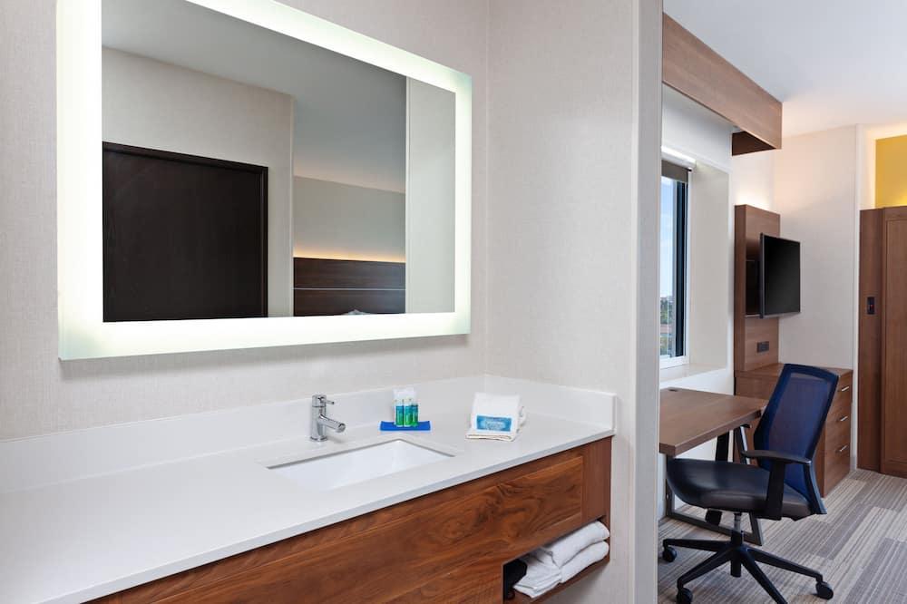Standard Room, 2 Double Beds, Ocean View - Bathroom