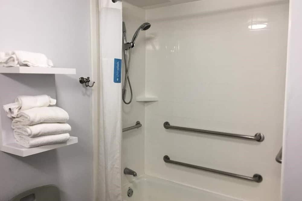 Zimmer, 1King-Bett, barrierefrei, Nichtraucher - Dusche mit Handbrause