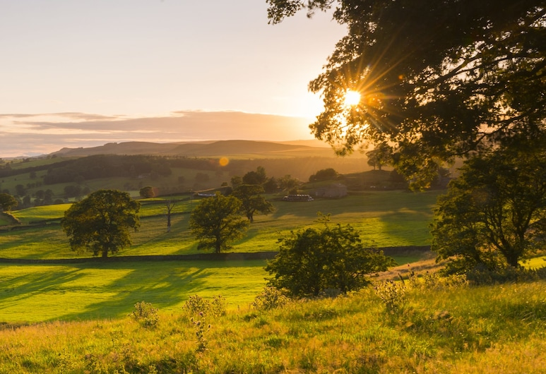 Devonshire Arms Hotel & Spa, Skipton, Property Grounds