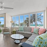 Suite, 1 kingsize bed, Aan zee - Woonruimte