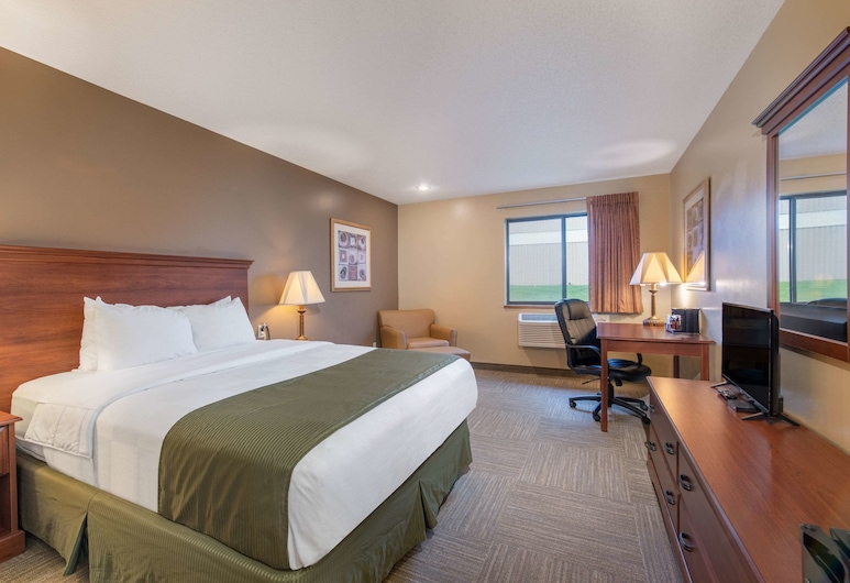 Days Inn by Wyndham Mitchell SD, Mitchell, Standard Room, 1 Queen Bed, Guest Room
