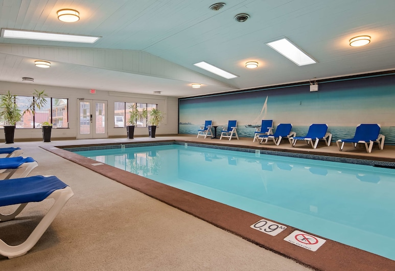SureStay Plus Hotel By Best Western Salmon Arm, Salmon Arm, Pool