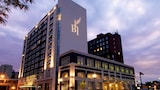 Choose This Business Hotel in Davenport -  - Online Room Reservations