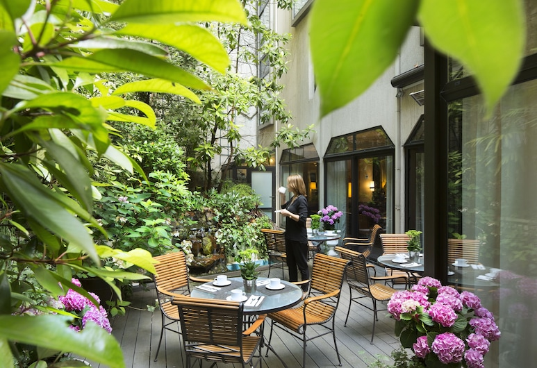 Hôtel Garden Elysées, Paryż, Obiekty restauracyjne na zewnątrz