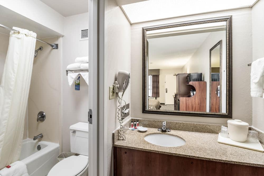 Oda, 1 En Büyük (King) Boy Yatak, Sigara İçilmez - Banyo