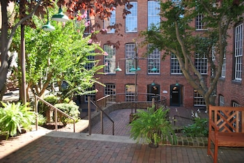 Fotografia do The Historic Brookstown Inn em Winston-Salem