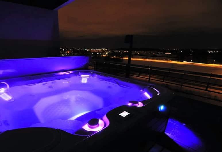 Airport Hotel Bonus Inn, Vantaa, Massaaživann vabas õhus