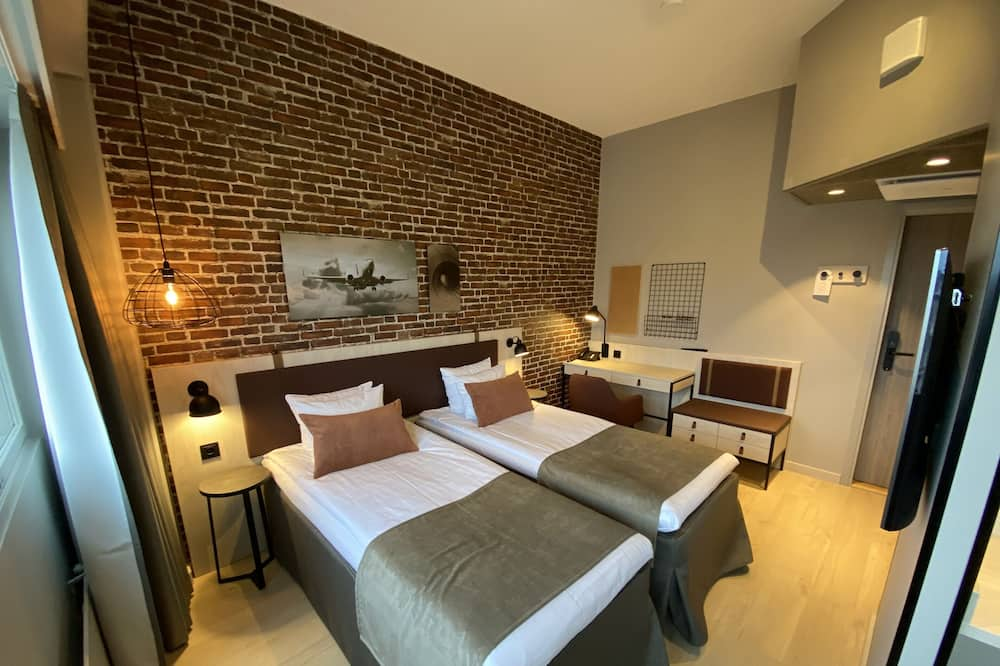 Habitación estándar con 2 camas individuales, cocina básica - Entrada del hotel