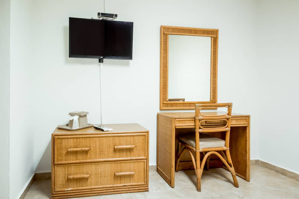 Habitación doble estándar, 2 camas dobles - Televisión