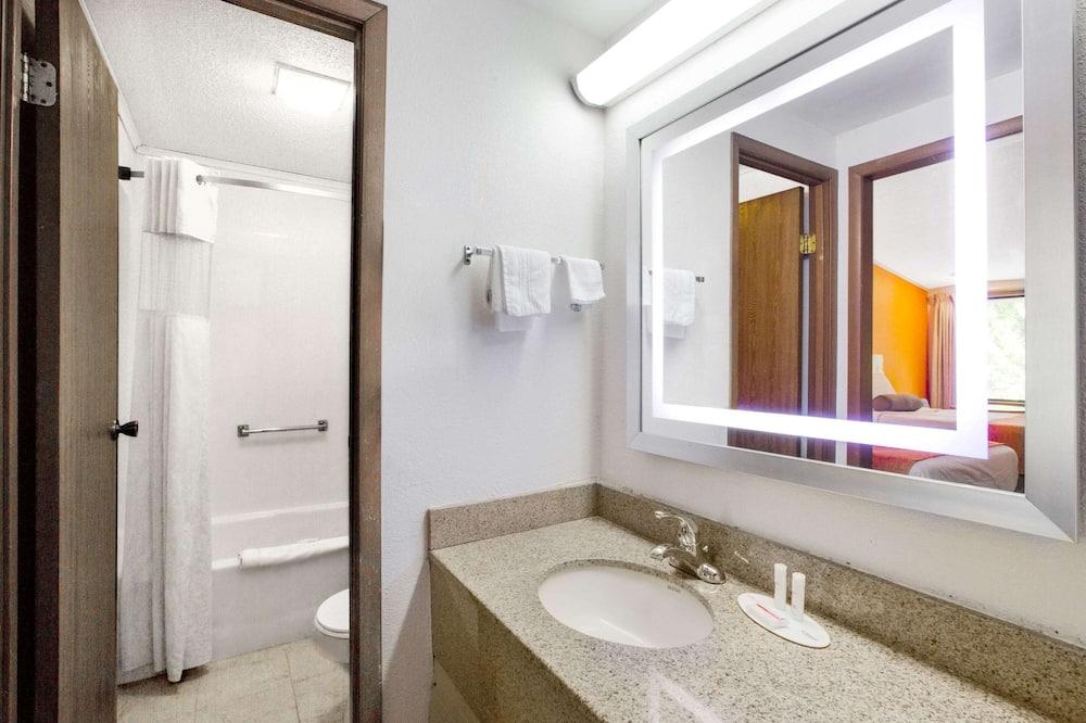 Phòng, 2 giường đôi, Không hút thuốc - Phòng tắm