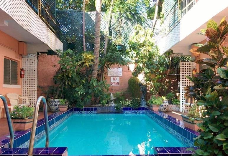 Towne Hotel, Nassau, Outdoor Pool