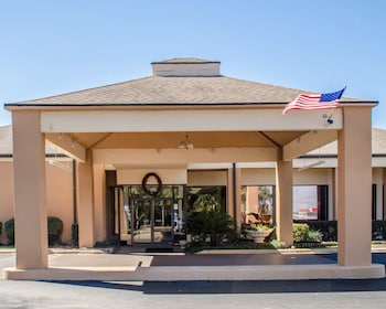 Picture of Quality Inn & Suites Pensacola Bayview in Pensacola