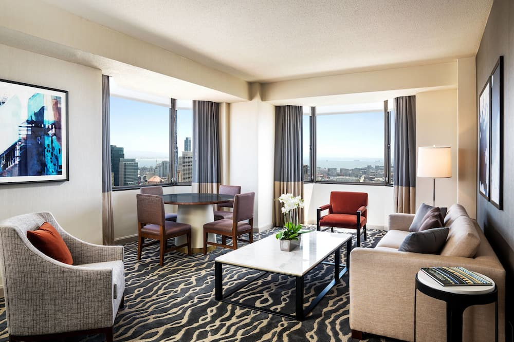 Suite, 1 Double Bed, Non Smoking, View (Landmark Building) - Living Room