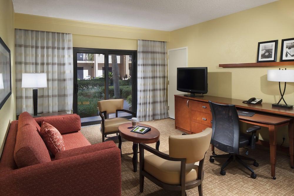 Suite, 1 Bedroom, Non Smoking, Courtyard View - Living Room