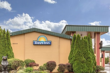 Picture of Days Inn by Wyndham Black Bear in Salem