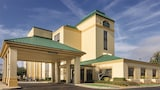 Choose This Business Hotel in Dothan -  - Online Room Reservations