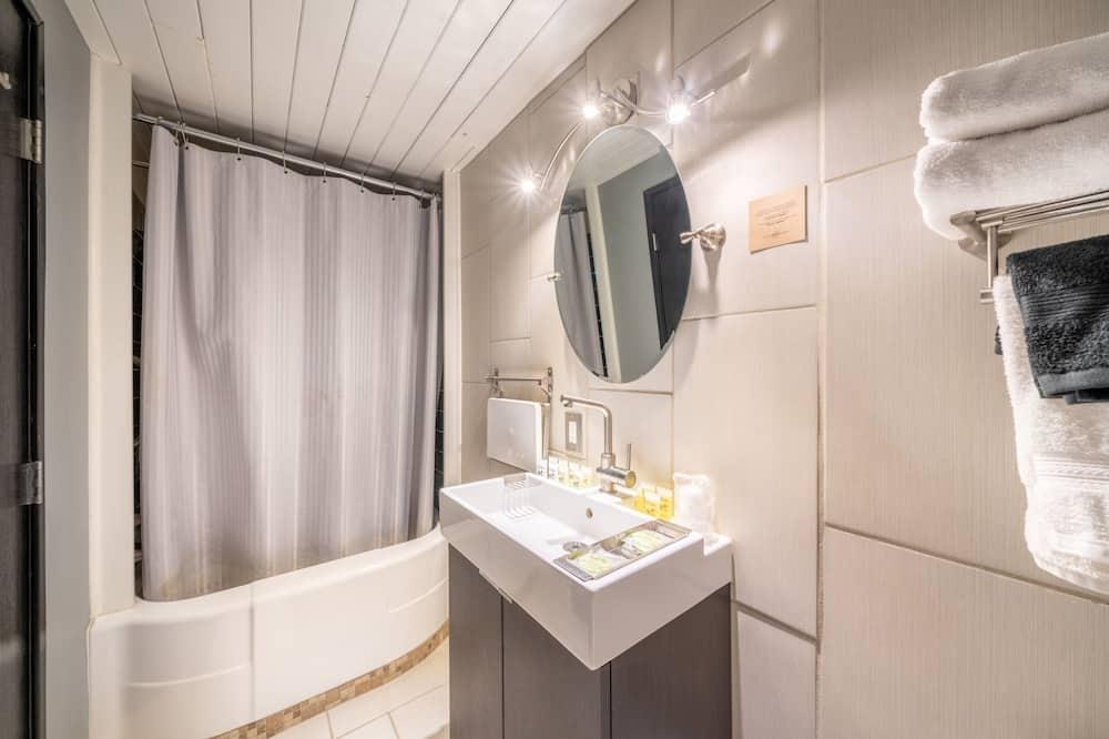 Студія «Делюкс», 1 ліжко «квін-сайз», міні-кухня - Ванна кімната