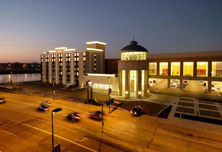 햄프턴 인 그린 베이 다운타운, 그린 베이, 호텔 정면 - 저녁/밤