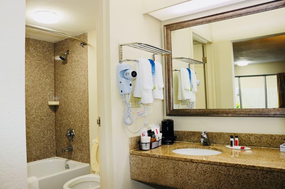 Upgraded, Стандартний номер, 1 ліжко «кінг-сайз» - Ванна кімната