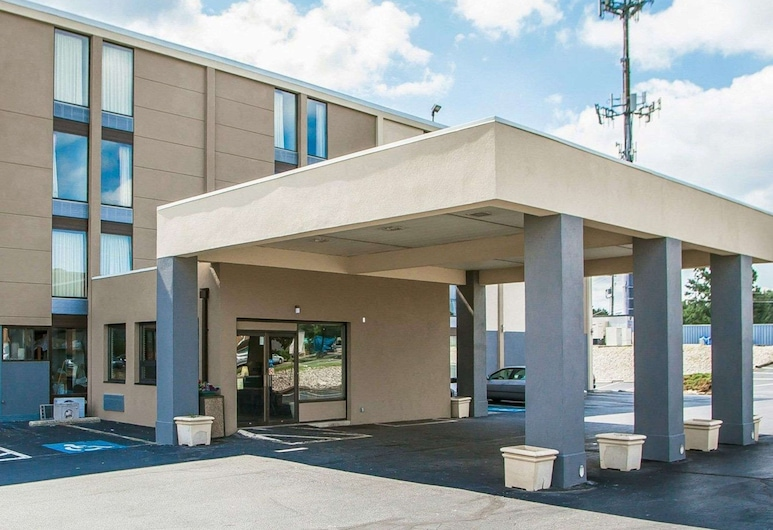 Quality Inn & Suites Outlet Village, Wyomissing