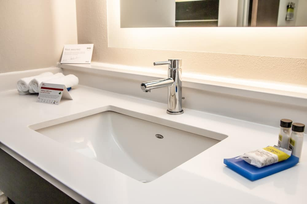 Номер, 1 двуспальная кровать «Кинг-сайз», для некурящих (Leisure) - Ванная комната