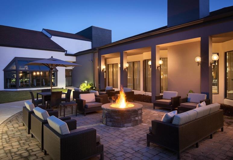 Courtyard by Marriott Birmingham Homewood, Birmingham, Suite, 1 spavaća soba, balkon, pogled na dvorište, Bazen