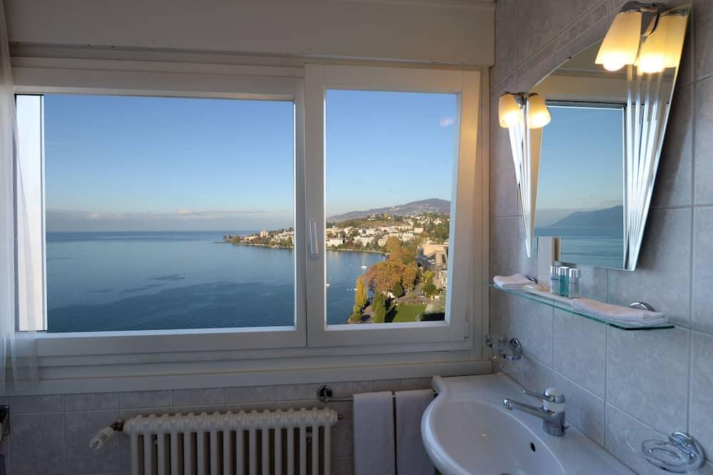 غرفة بانوراما - منظر للبحيرة - حمّام