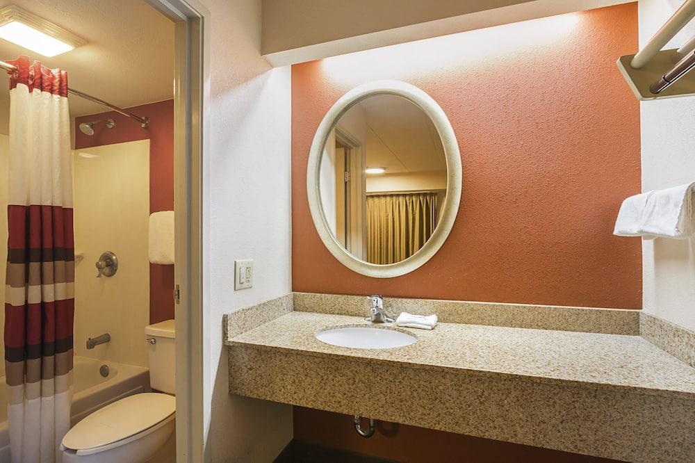 Deluxe Room, 1 King Bed (Smoke Free) - Bathroom