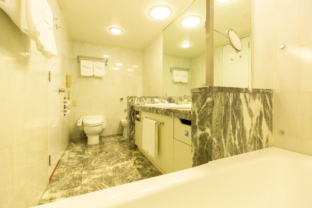 Twin Suite, Smoking - Bathroom
