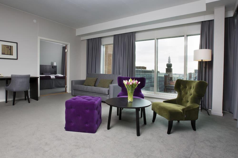 Classic Suite, Bathtub, View - Living Area