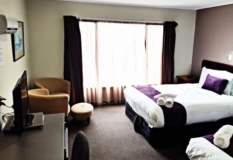 奧克蘭機場幾維酒店, 曼吉爾